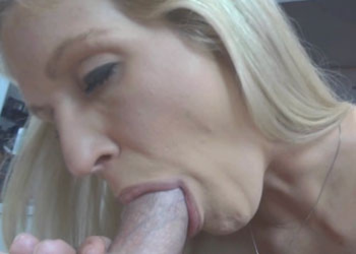 Horny wife Jolene gets a big facial